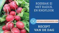 recept van de dag: Roerbak ei met tomaat, radijs, en knoflook